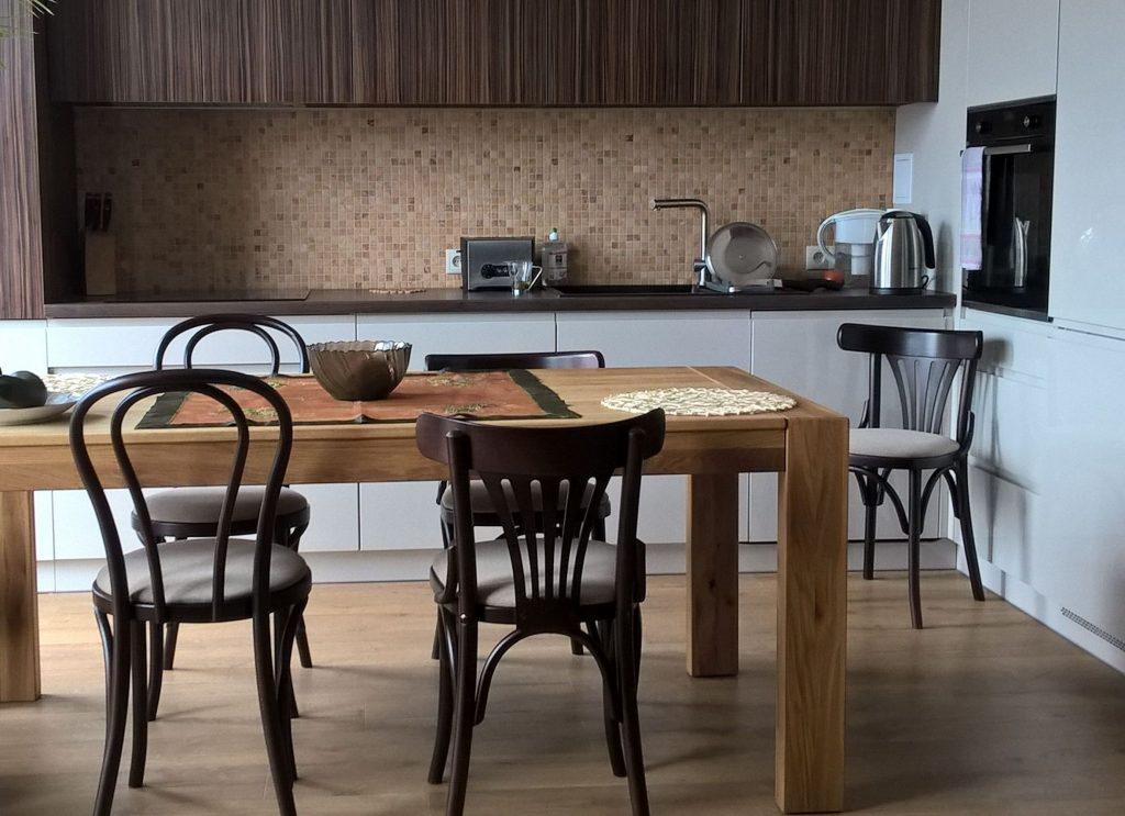 Krzesła klasyczne drewniane do kuchni z Radomska krzesła kuchenne wyprzedaż